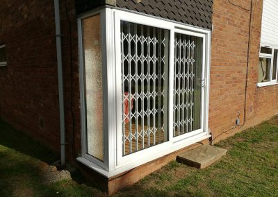RETRACTABLE-GRILLE-PATIO-DOOR-YATE